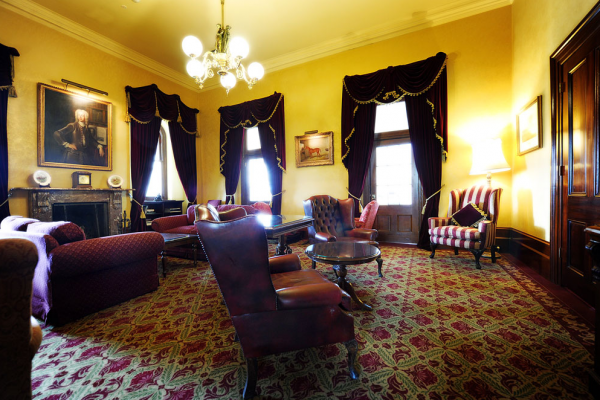 http://Chateau%20Yering%20Hotel,%20The%20Library